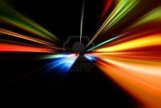 9120269-accelerazione-di-notte-astratta-del-moto-su-strada